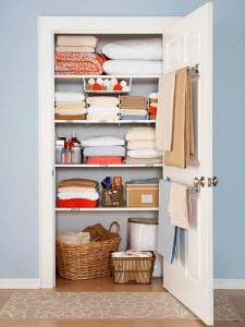 Organize your linen closet on the 2016 Organize and Refine Your Home Challenge @ refinedrooms.com