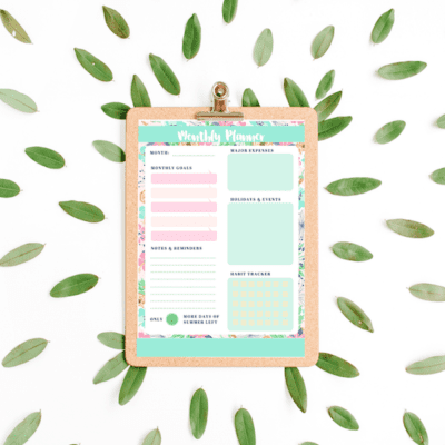 SUMMER-THEMED PRINTABLE MONTHLY PLANNERS {FREE PRINTABLES}