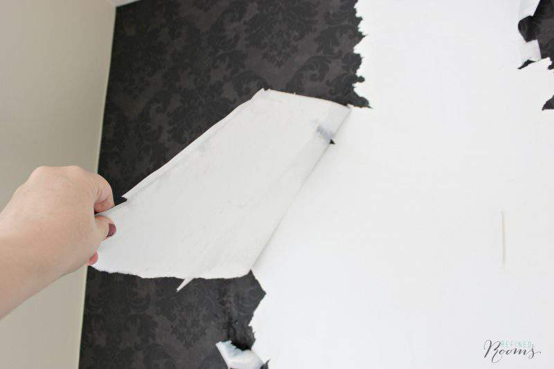 Wallpaper removal can be a royal pain! Learn how to remove wallpaper with hot water