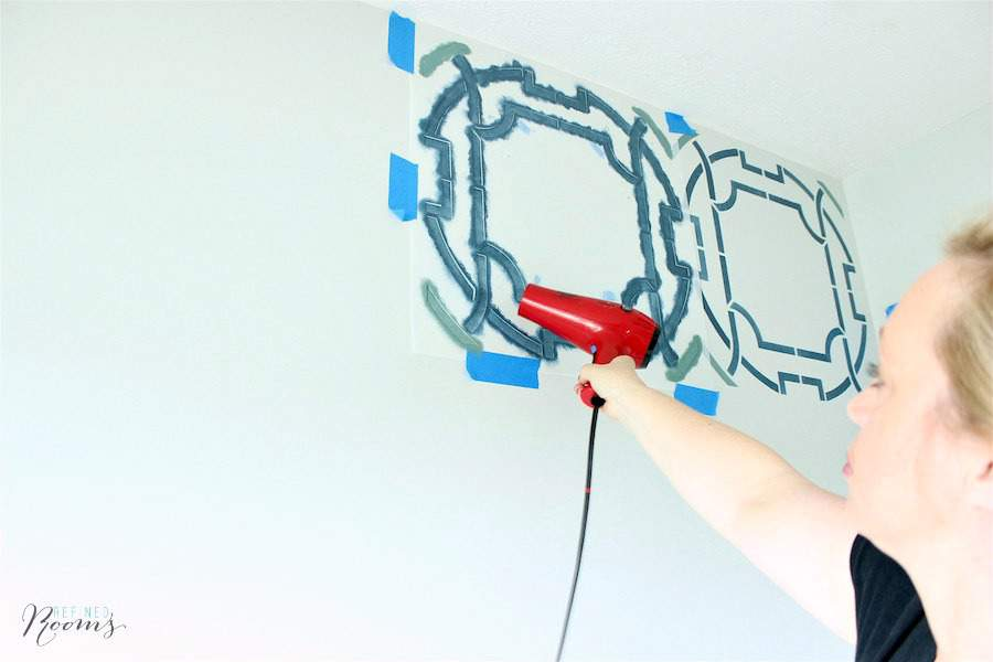 Learn how to stencil a wall like a BOSS with these stenciling tips and tricks | #stencilingtips