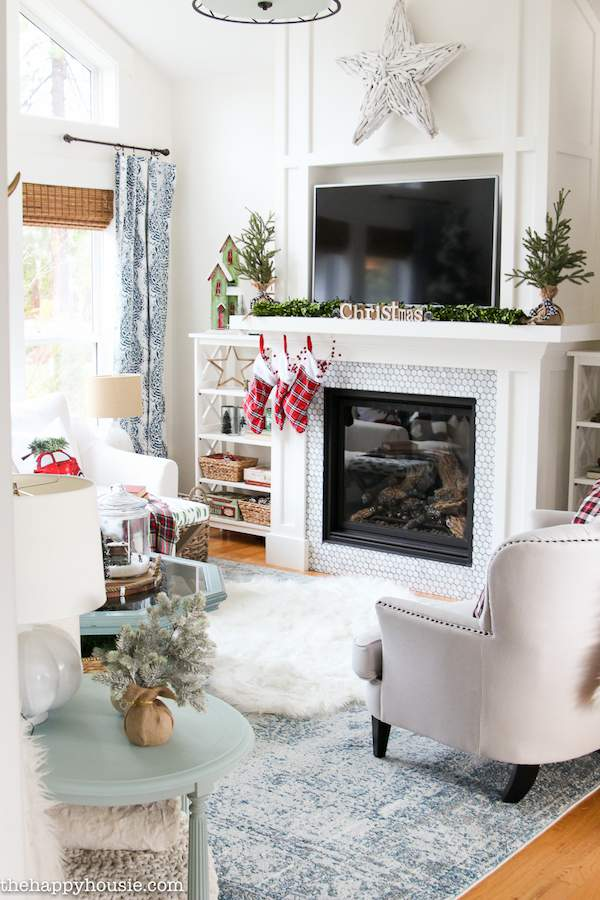 It's a holiday decor binge session! Feast your eyes on 7 breathtaking Christmas home tours from around the home decor blogosphere! #HolidayHomeTour #ChristmasHomeTour #HolidayDecor
