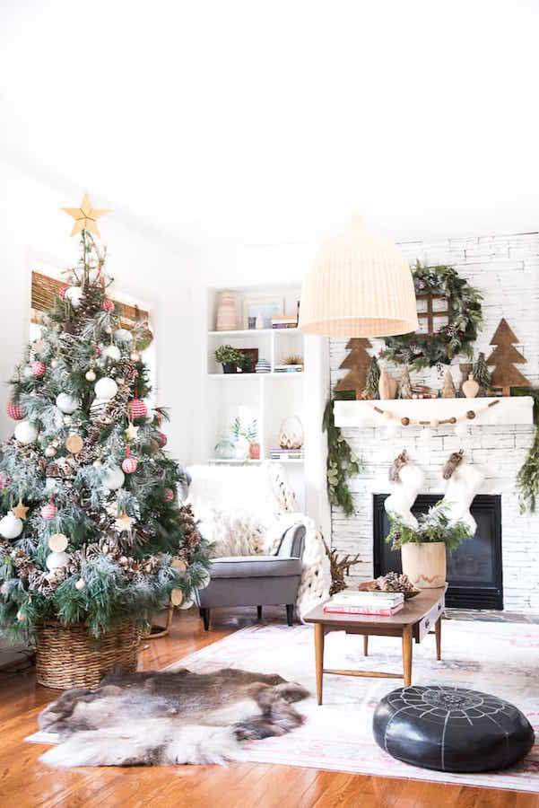 It's a holiday decor binge session! Feast your eyes 7 breathtaking Christmas home tours including this gorgeous seasonal simplicity tour at Place of My Taste