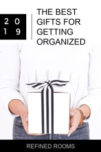 The ULTIMATE organizing gift guide is here -- updated for 2019! Need gift ideas for getting organized? Click for organizing gift ideas in ALL price ranges #giftguide #organizinggifts #homeorganization #organizinggift guide #RefinedRooms